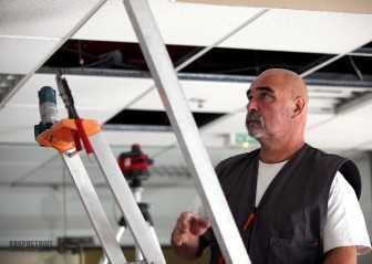 Монтаж потолка армстронг: цена материала и работ