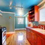 Натяжной потолок на кухне: отзывы об эксплуатации