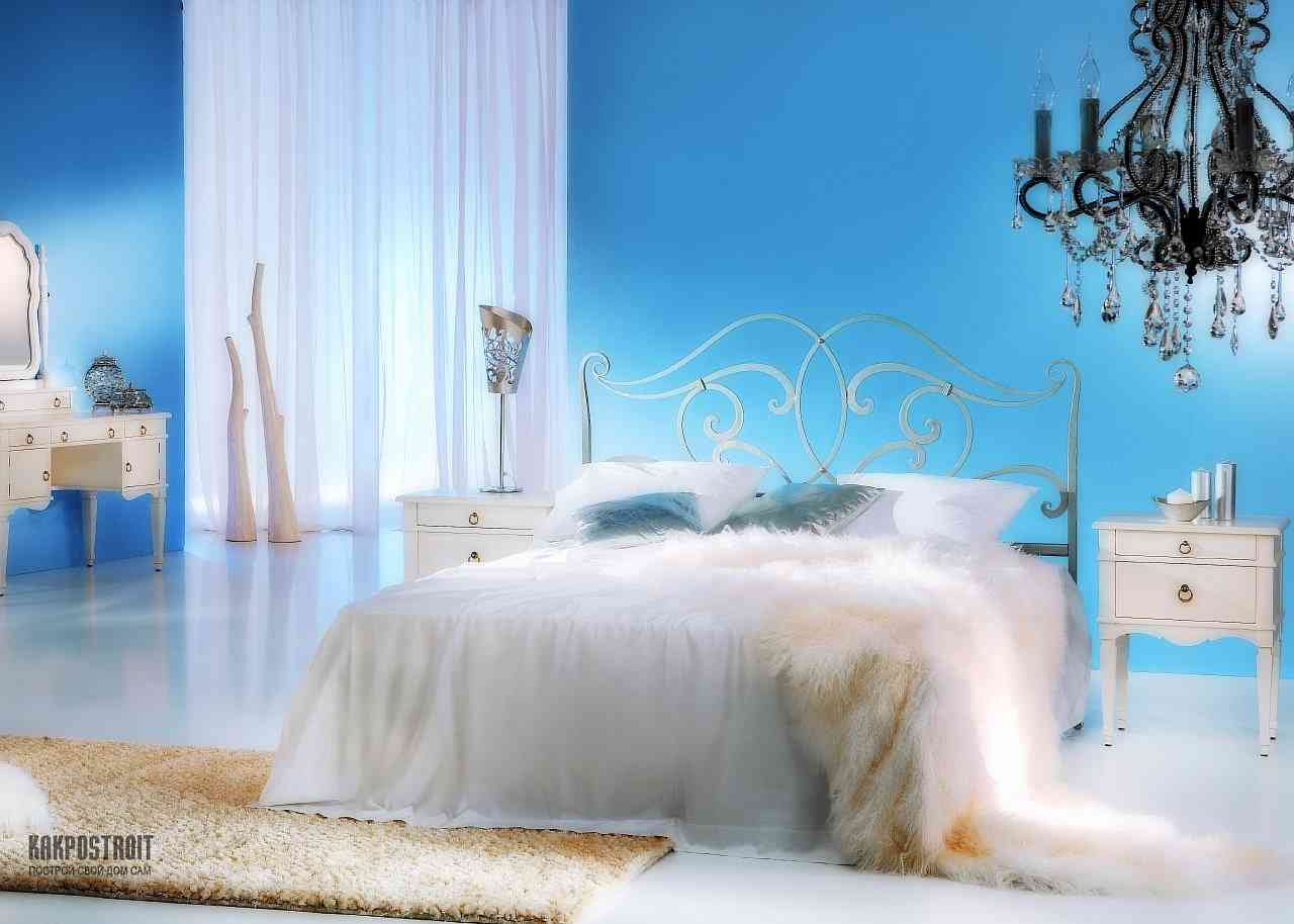 Кованая кровать: фото в интерьерах