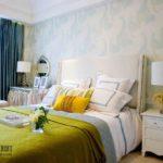 Декор спальни подушками