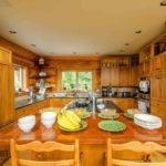 Потолок для кухни в стиле кантри - какой должен быть