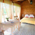 Дизайн спальни в стиле кантри: фото готовых интерьеров