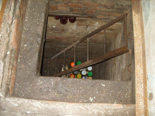 Металлическая приставная лестница