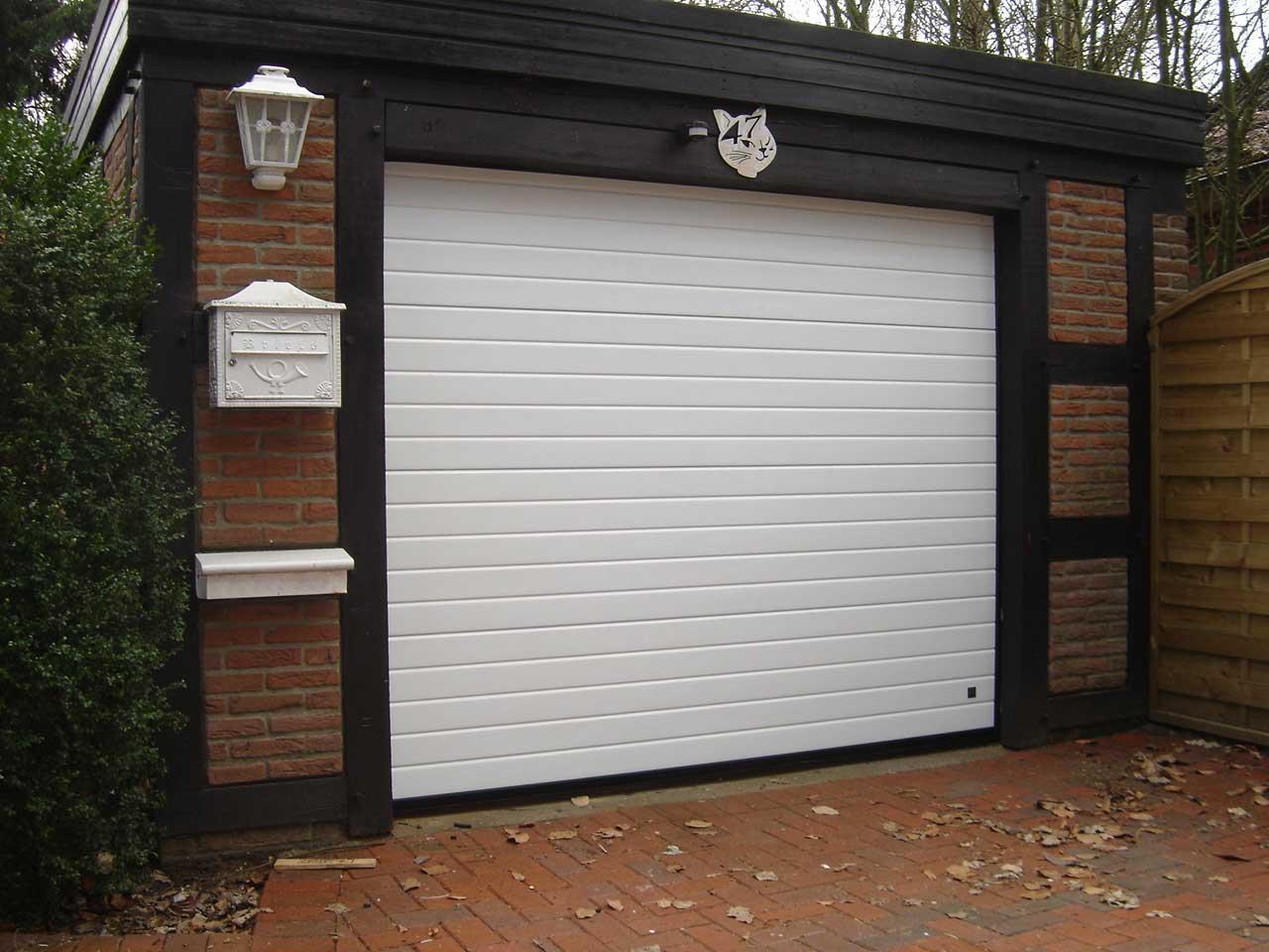 Двери гаражные: виды и характеристики