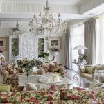 Гостиная с цветочным оформлением