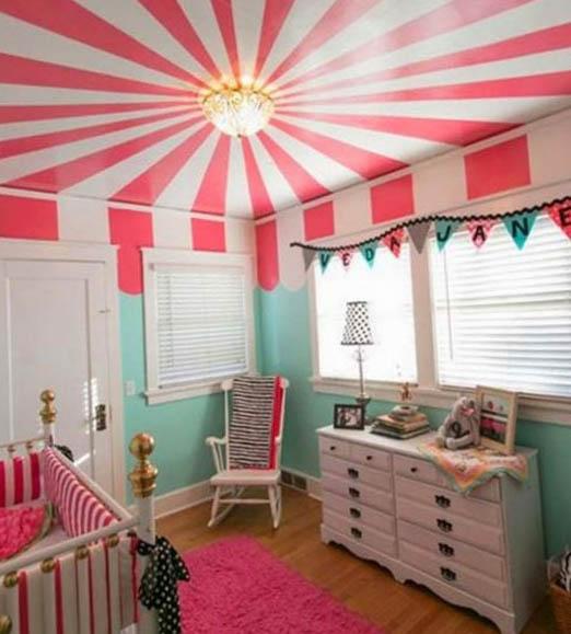 Яркий потолок в детской