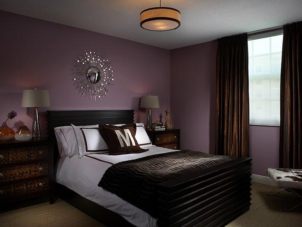Пурпур и коричневый в спальне
