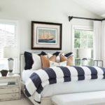 Морской стиль в интерьере большой спальни
