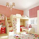 Красно-белая комната