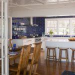 Кухня-столовая в морском стиле