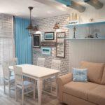 Морской стиль в интерьере маленькой кухни-гостиной