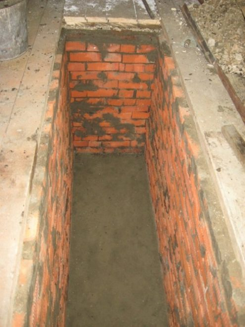 Кладка стен смотровой ямы