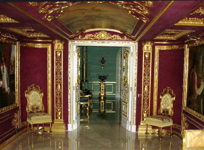 Сочетание золота с красным — в стиле ампир