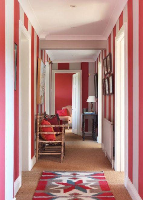 Красный коридор в стиле бохо