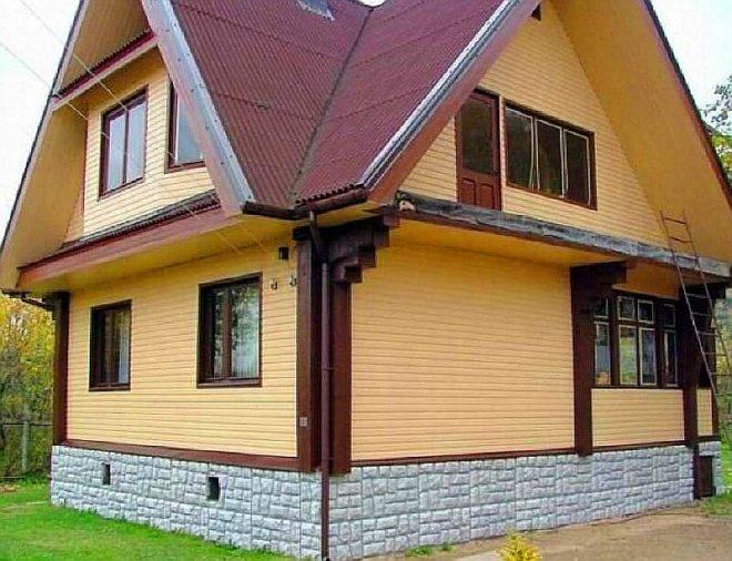 Деревянный дом, отделанный сайдингом