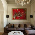 Гостиная в стиле современная классика с красным акцентом