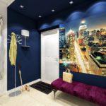 Цветные панно с подстветкой в коридоре