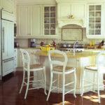 Уютная кухня в классическом стиле
