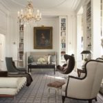 Роскошный интерьер библиотеки в стиле современная классика