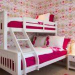 Спальня с двухярусной кроватью