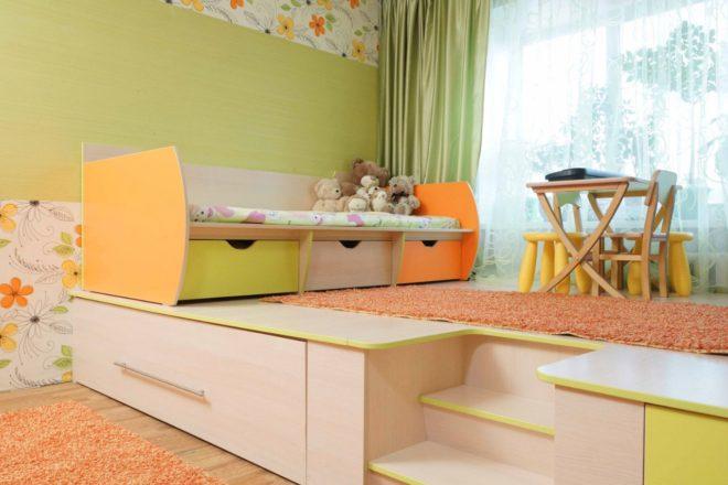 Спальня-детская с подиумом