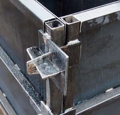 Угол металлической опалубки