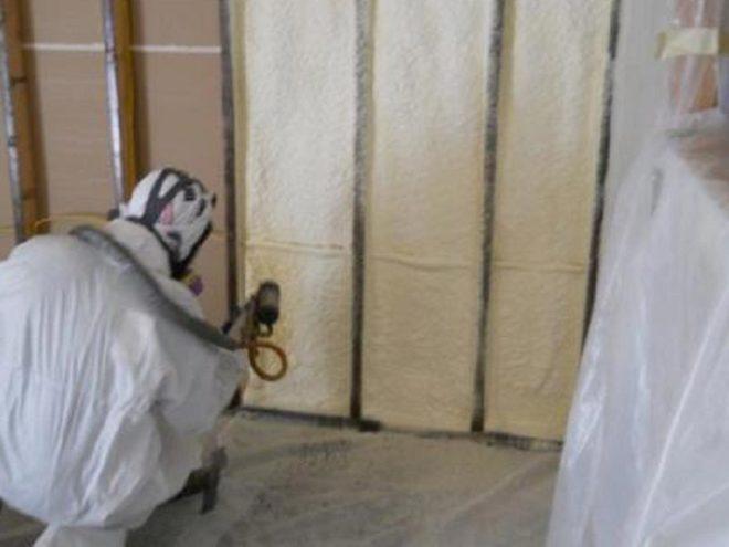 Процесс утепления фундамента изнутри дома пенополиуретаном