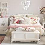 Цветочный мотив в спальне