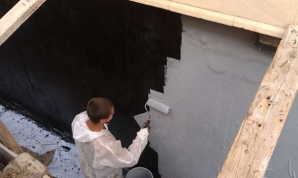 Гидроизоляция фундамента для надёжности дома