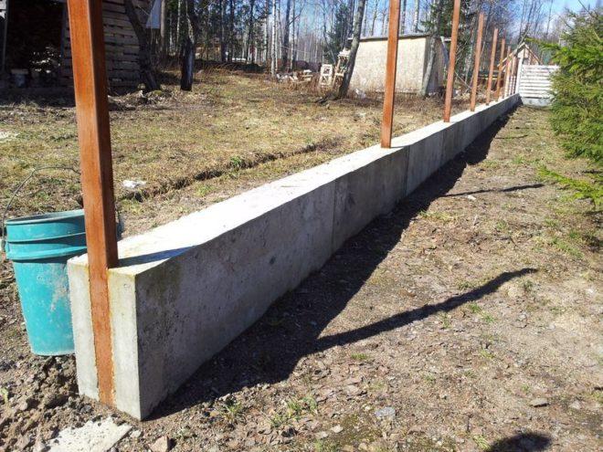 Готовый ленточный фундамент под забор