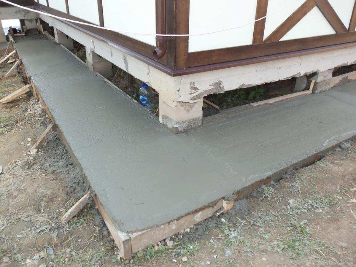Бетонная отмостка вокруг дома как сделать (залить) отмостку из бетона 63