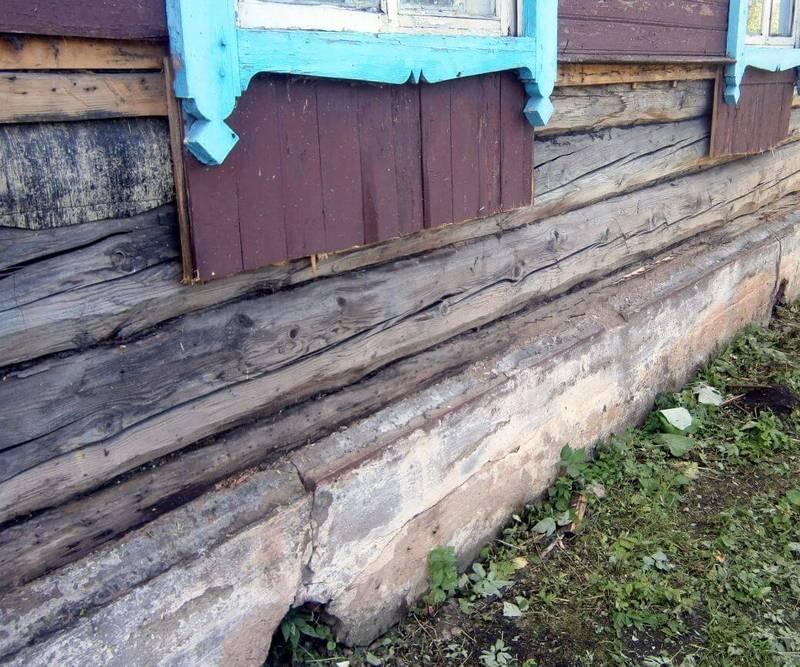 Деревянные срубы могут стоять лет, а то и дольше, но и они приходят в негодность и требуют восстановления.