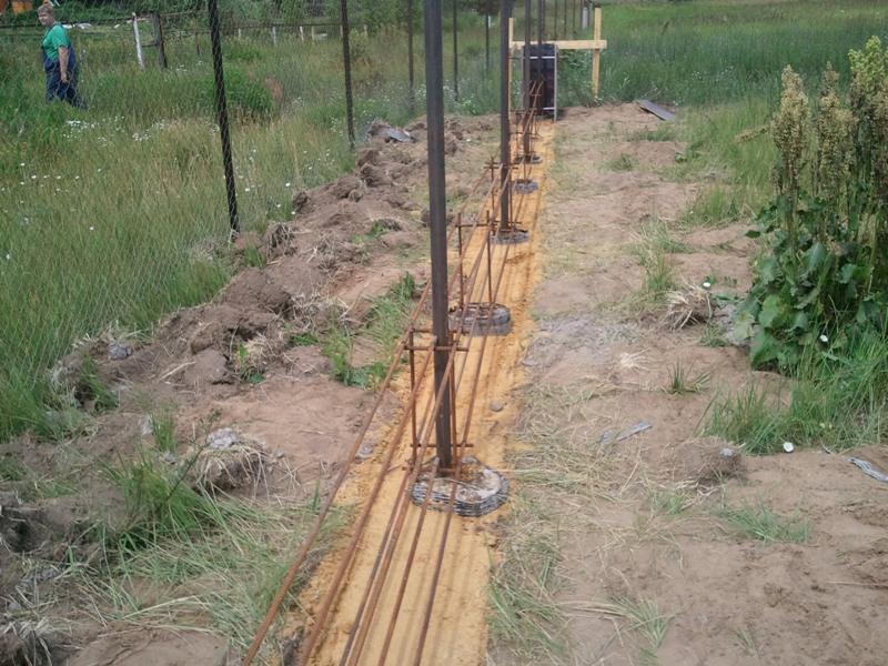 Каким должен быть надёжный фундамент под забор