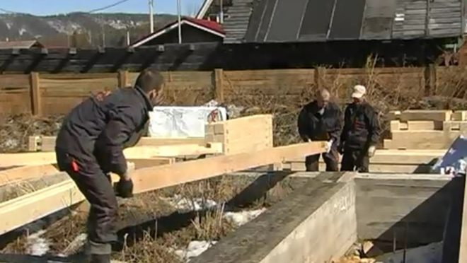 Укладка венца деревянного здания