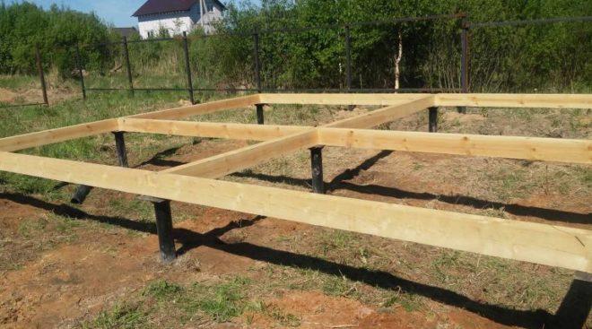 Надежный свайно-винтовой фундамент с деревянным ростверком