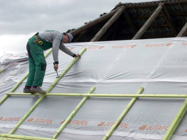 Гидроизоляция шиферной крыши гаража