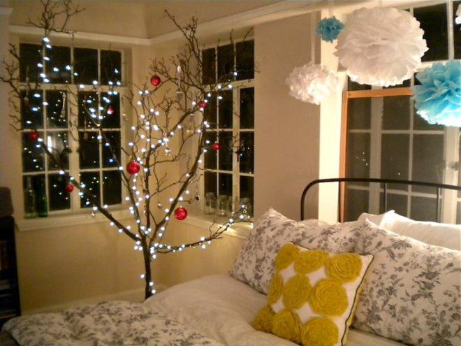 Новогоднее дерево с гирляндой