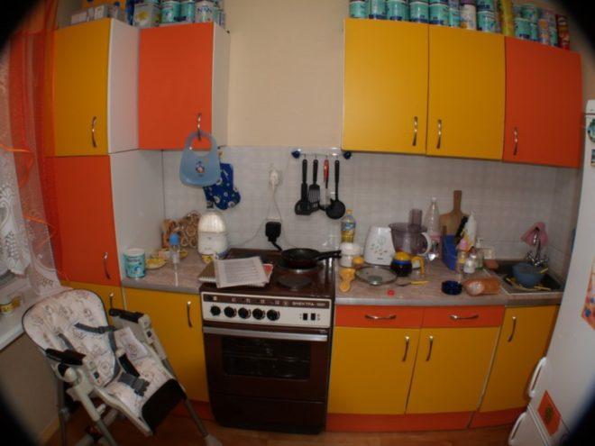 Самоклеющаяся пленка на кухонной мебели