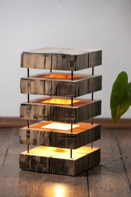 Светильник из деревянных брусков