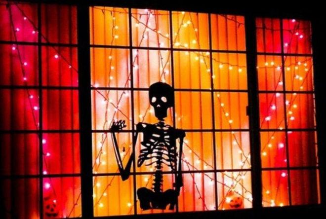 Декорирование окна на Хэллоуин