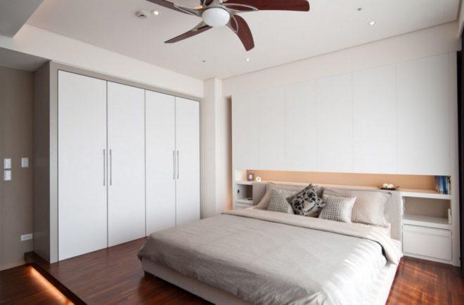 высокий шкаф в спальне