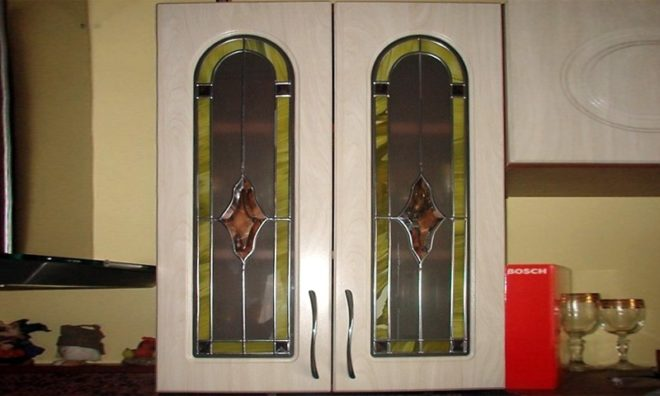 Витражи на стёклах кухонного гарнитура