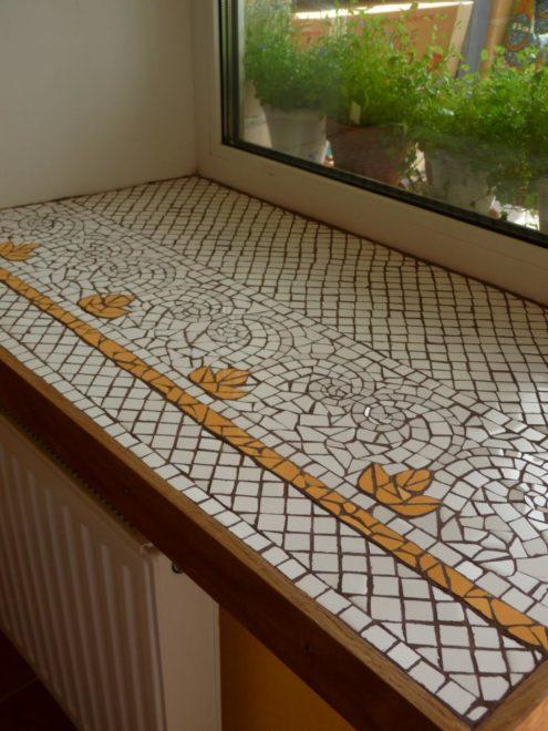 Мозаика с орнаментом в декоре подоконника