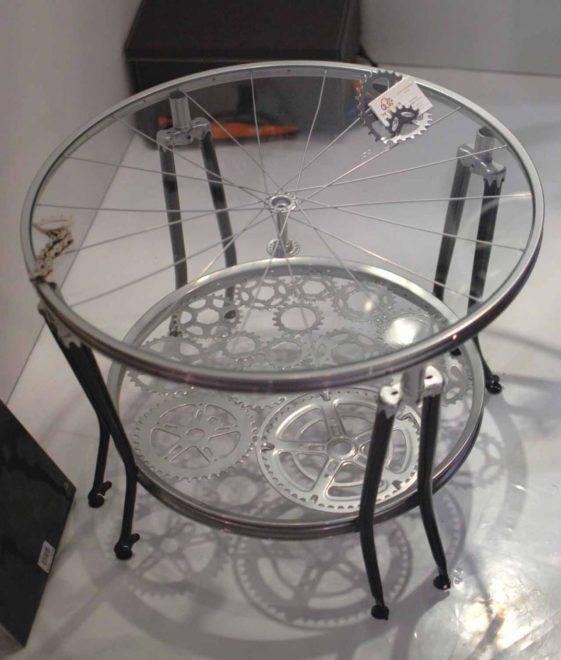 столик из старого велосипеда
