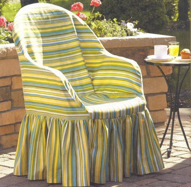 Старое кресло с новым чехлом