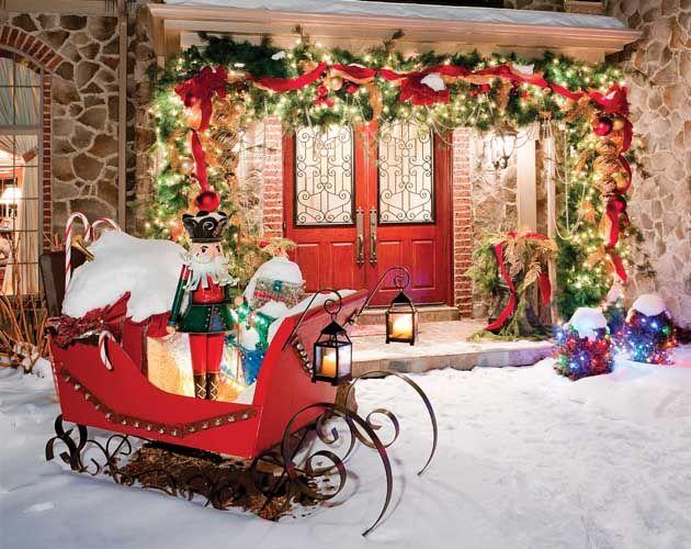Новогодний декор в виде саней Санта Клауса