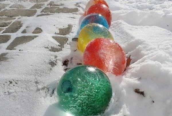 Ледяные разноцветные шары