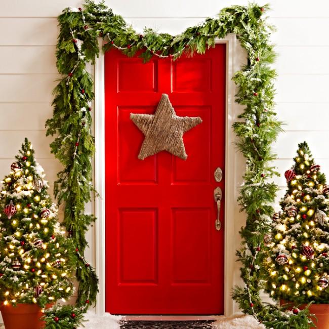 Как украсить дверь на Новый год 2019 — подборка идей