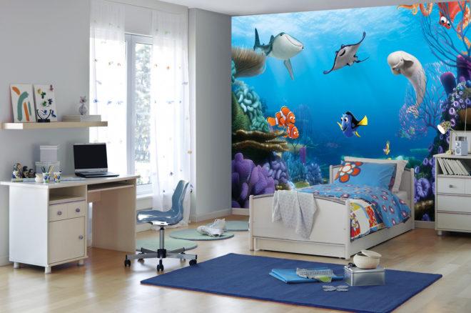 Обои в детской с изображением рыбок из мультфильма