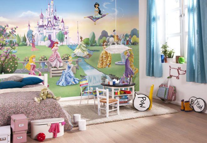 Фотообои в детской комнате с изображением принцесс Диснея